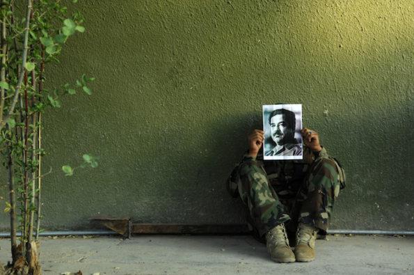 Jamal Penjweny, Saddam is Here, 2009-2010, fotografia, medida variable. Cortesía del artista y RUYA Foundation