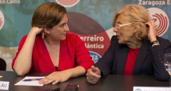Colau y Carmena conversando el pasado mayo