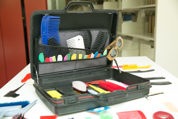 Detalle del Fondo Melquiades Herrera (portafolios con peines). Fotografía cortesía Centro de Documentación Arkheia, MUAC UNAM.