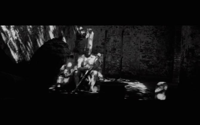 b) fotograma de la película